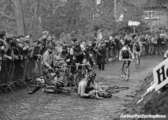 Gent - Belgium - wielrennen - cycling - cyclisme - radsport - crash val sturz fall Muur van Geraardsbergen Luc COLIJN - Eric VANDERAERDEN pictured during Omloop Het Volk 1984 - photo Cor Vos © 2018