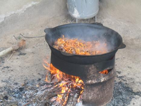 Kyrgyz_Paloo_cooking_in_a_Kazan