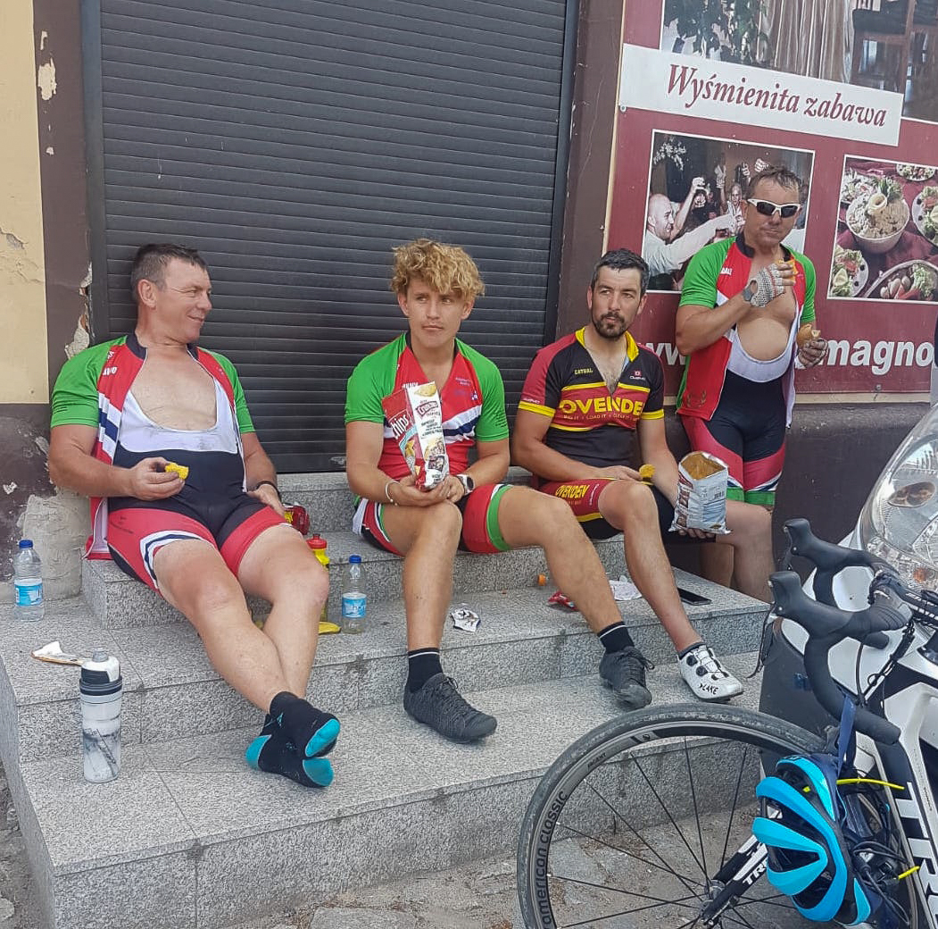 Keith, Linford, Cathal and Dale look weary at another pitstop