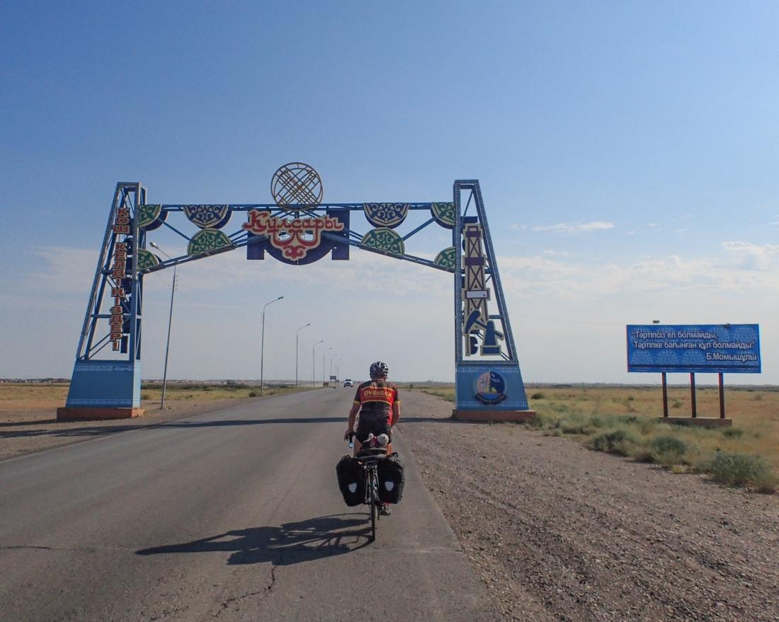 Triumphal Arch arrival for Dale