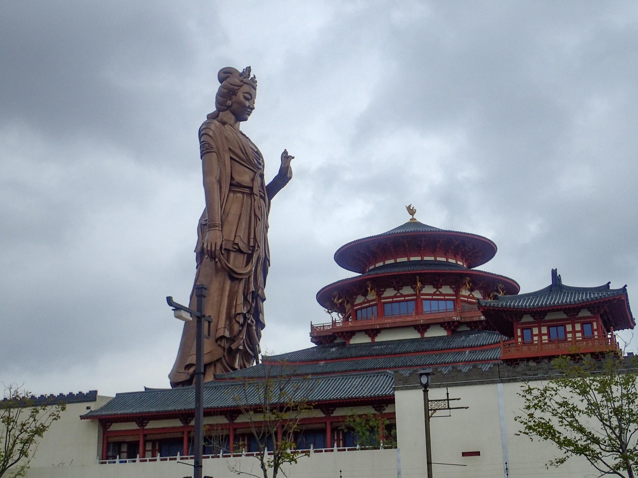 Massive statue in Shanghai