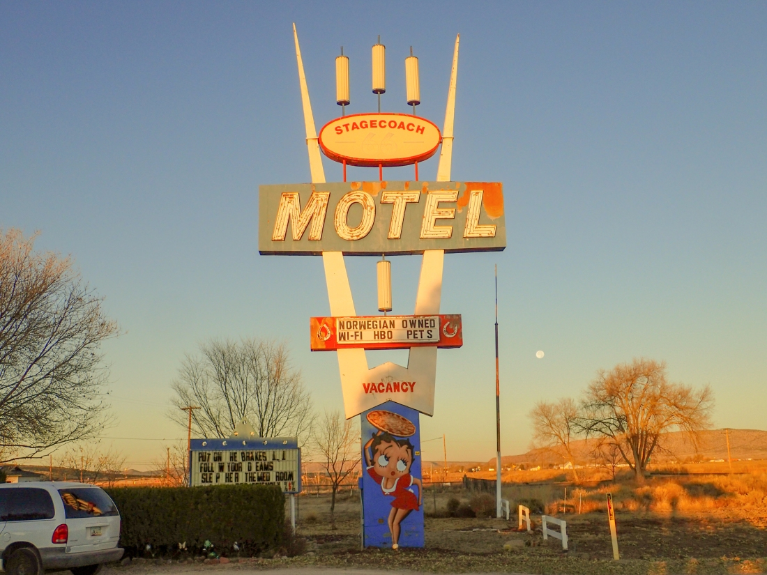 Betty Boop Motel sign. Norwegians must be trusted!