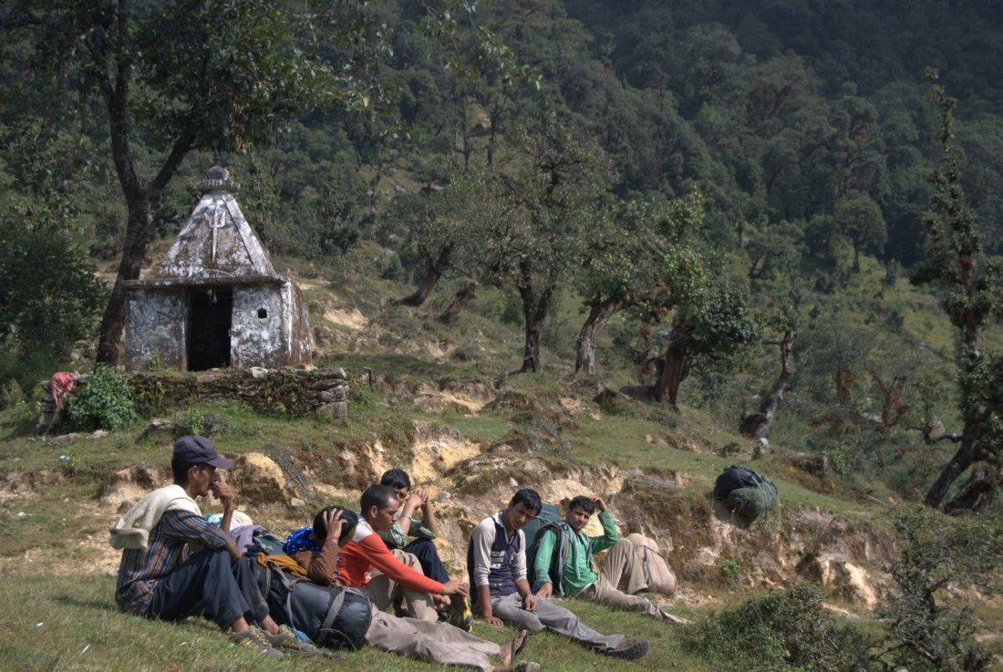 Bhairon Ghati naar Ghuttu, rustende dragers