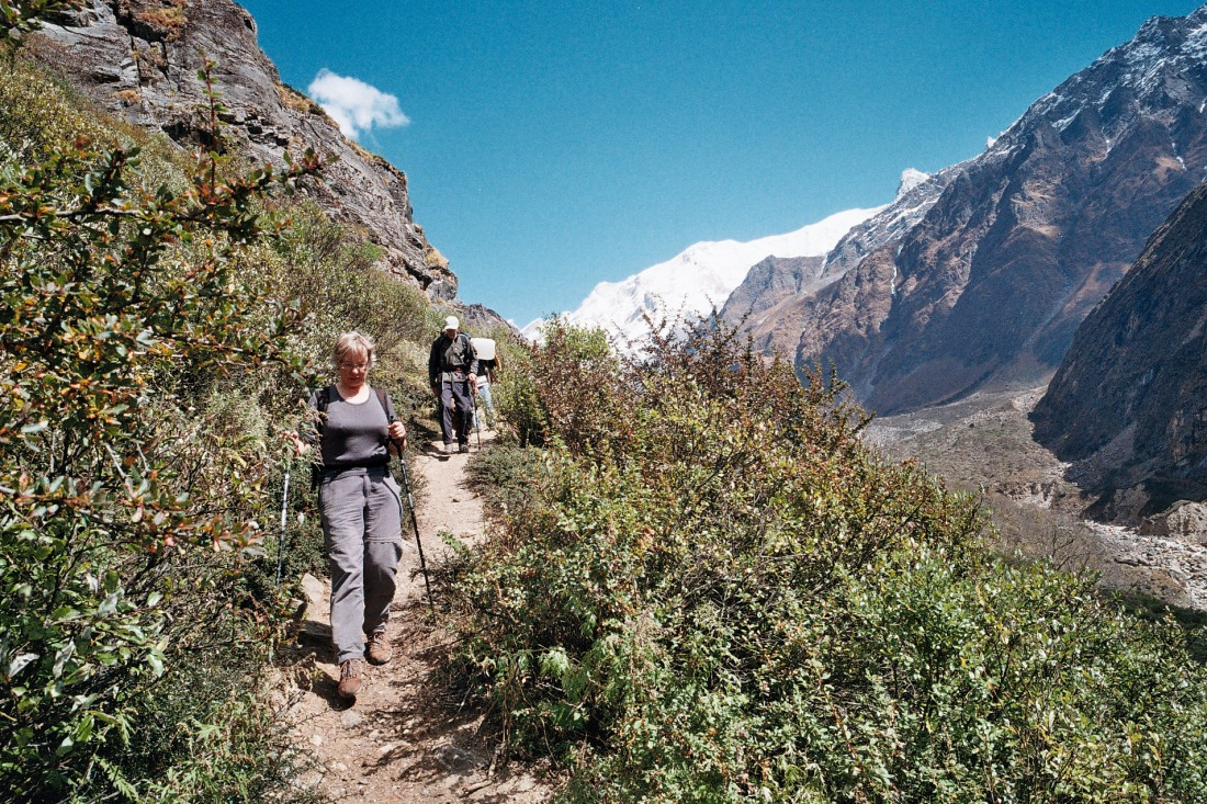 Adriana and Jan on the trail to Kalyani, Uttarakhand, India. Trek Day 20